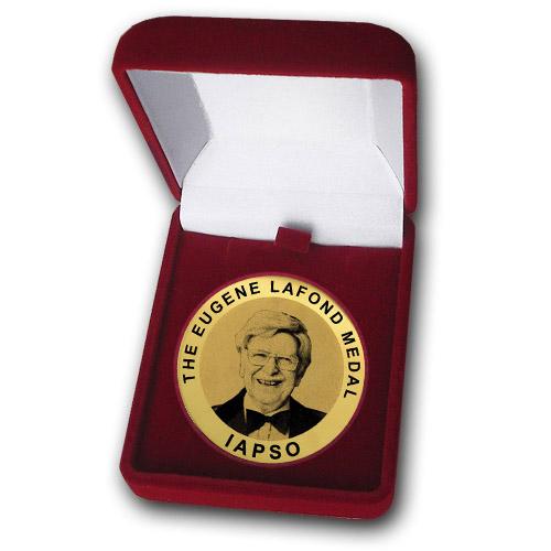 Медаль Юджина Лафонда в футляре