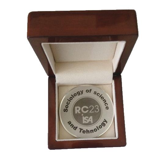 Медаль Роберта Мертона в футляре
